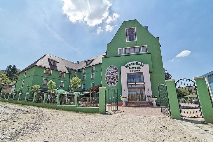 Auzisem de BinderBubi Sighisoara ca fiind unul dintre cele mai frumoase hoteluri de 5 stele din Romania. Ne-am propus de mai multe ori sa-l vizitam si la final de vara ne-am oprit vreme de cateva zile in Sighisoara. Va invitam asadar sa va povestim despre cum fac casa buna arhitectura tiroleza intr-o Cetate medievala.