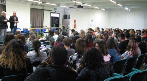 """E' stato presentato il 19 aprile a Baiso il lavoro di ricerca """"Piccolo mondo moderno. Storie di migranti"""", realizzato collettivamente da diverse classi delle scuole medie di Baiso, Regnano e Viano dell'Istituto comprensivo """"G.B. Toschi""""."""