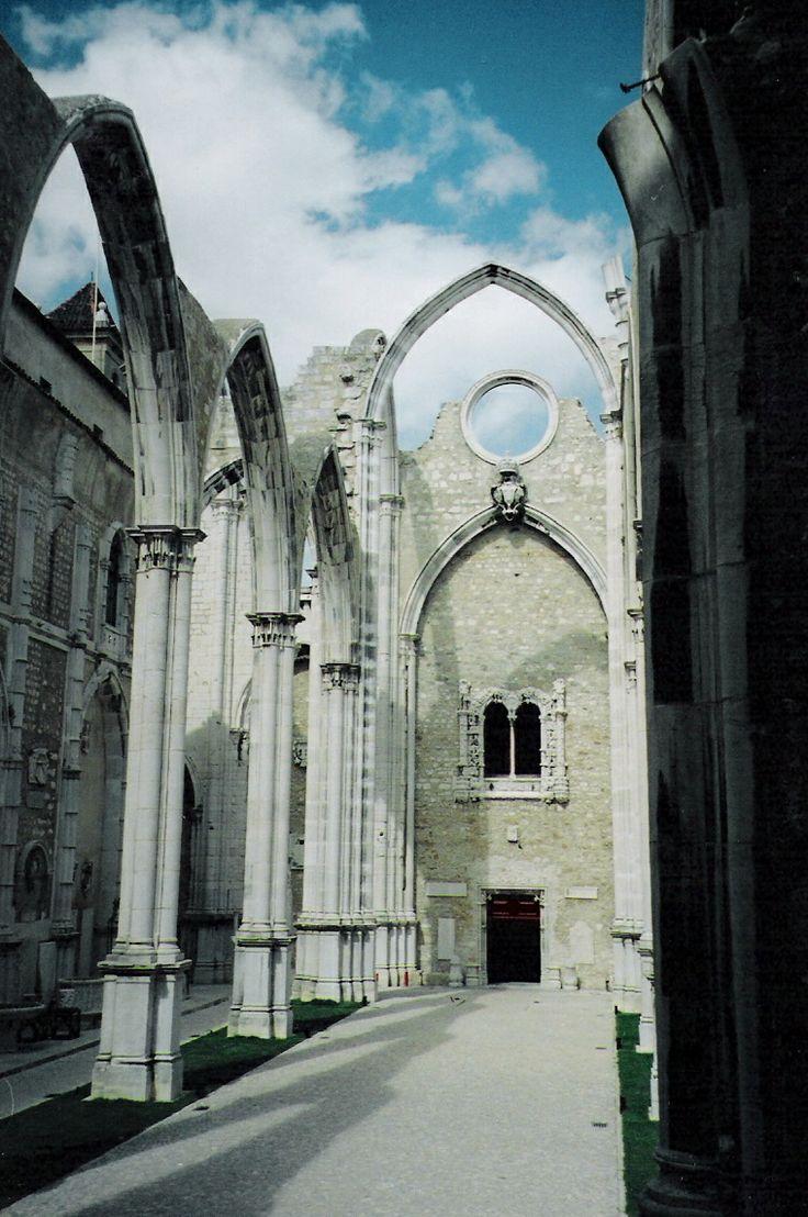 Convento do Carmo, Lisboa,  Portugal 2002