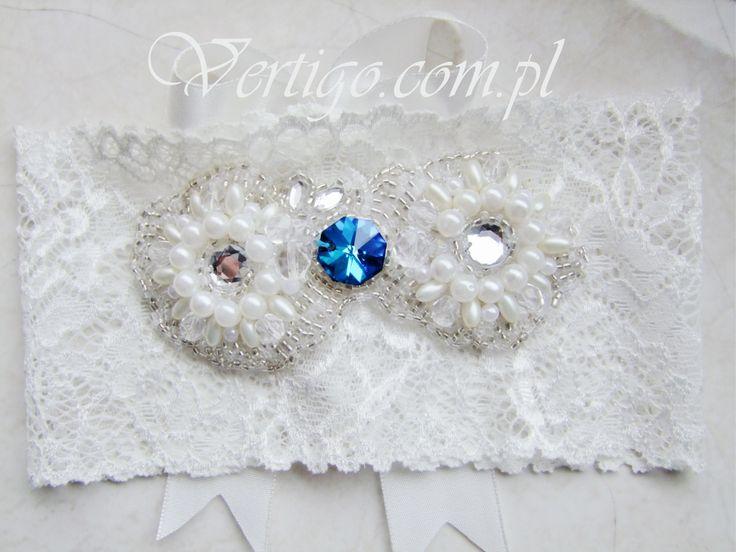 handmade wedding garter with blue crystal, source: vertigo.com.pl