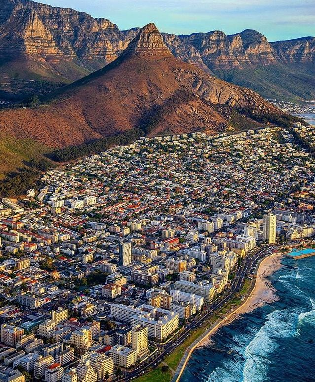 The Amazing Sea Point Beach in Cape Town of South Africa ///