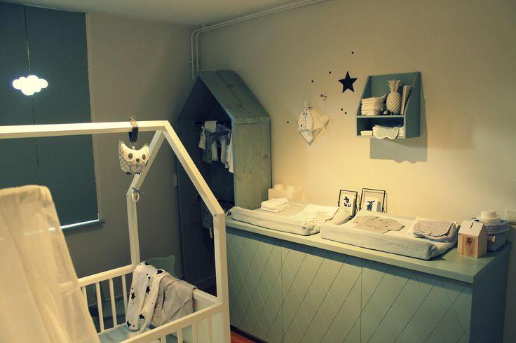 Meer dan 1000 idee n over kleine ruimte babykamer op pinterest kinderdagverblijven kleine - Babykamer kleine ruimte ...