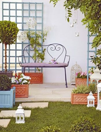 Define Space In A Small Garden With Planters