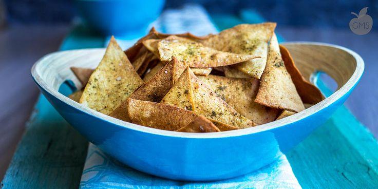 I nachos buoni come le patatine fritte, perfetti per le feste aperitivi, buffet, un finger food buono e sano! Personalizzabile con le salse che vi piacciono