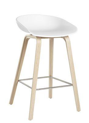 Tabouret de bar About a stool / H 65 cm - Plastique & pieds bois Blanc / Pieds bois naturel - Hay - Décoration et mobilier design avec Made in Design