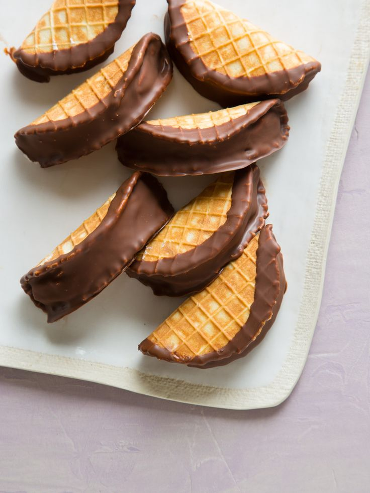 Cute dessert idea! Mini Chocolate Tacos