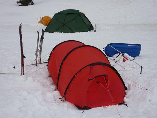 Bivouac hivernal avec une tente 4 saisons Hilleberg
