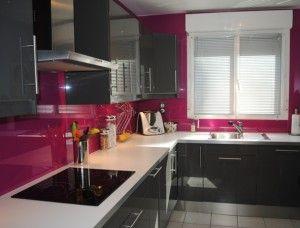 Choisir la credence en verre pour une cuisine moderne simple et lumineuse.