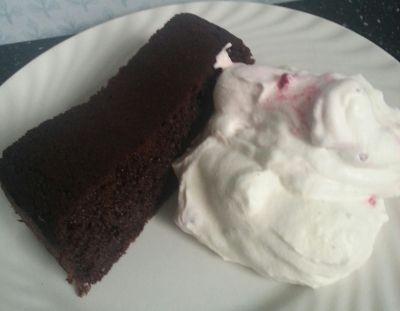 """Denne sjokoladekaken blir vel så nærme en """"normal"""" sjokoladekake som overhodet mulig. Den er saf..."""