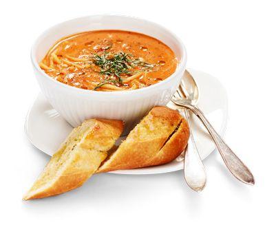 https://www.ica.se/recept/tomatsoppa-med-pasta-och-vitloksbrod-714568/