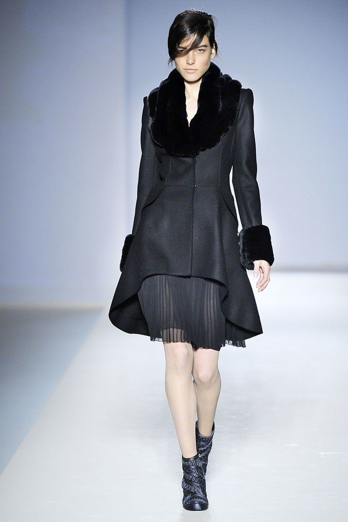 Alberta Ferretti Fall 2010 Ready-to-Wear Fashion Show - Tati Cotliar