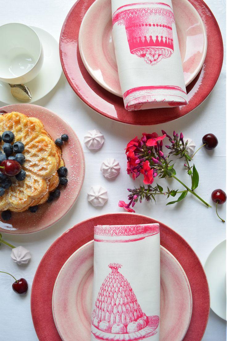 Pinker Tisch: Tischdeko in Pink + Rose mit Mateus Keramik Geschirr. #mädelsabend #geschirr