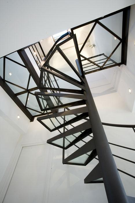 8 best images about escalier en acier on pinterest. Black Bedroom Furniture Sets. Home Design Ideas