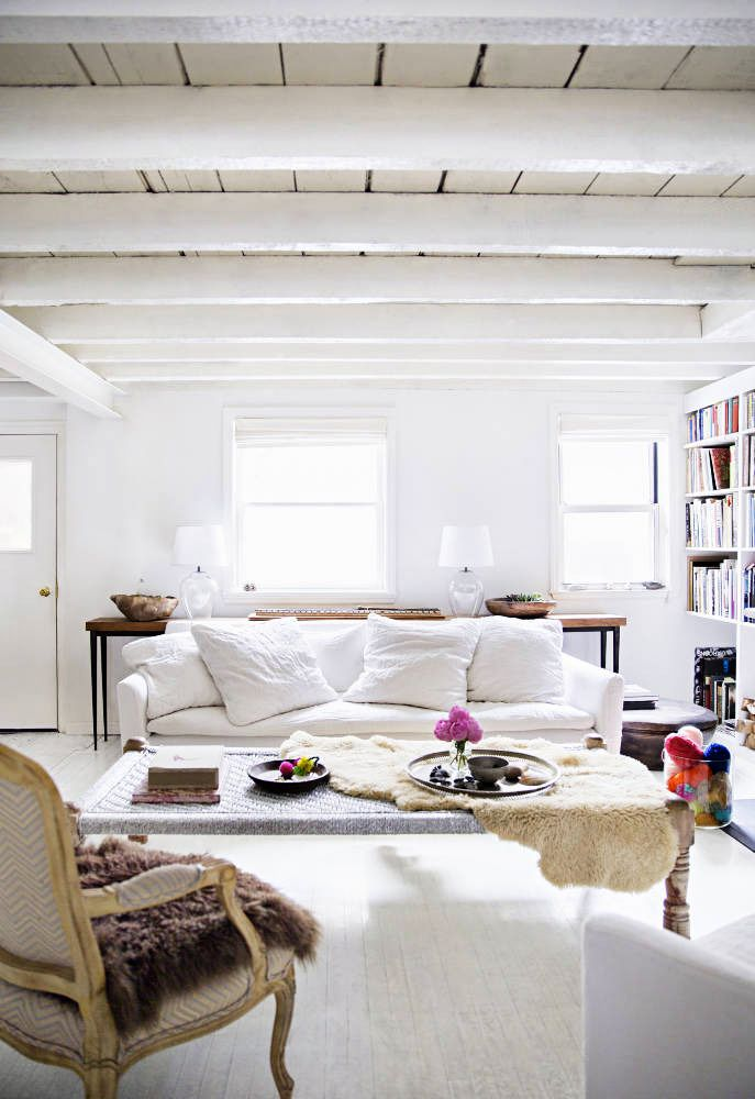 BEAUTIFUL WHITE HOUSE WITH ARTISTIC TOUCH // 79 Ideas