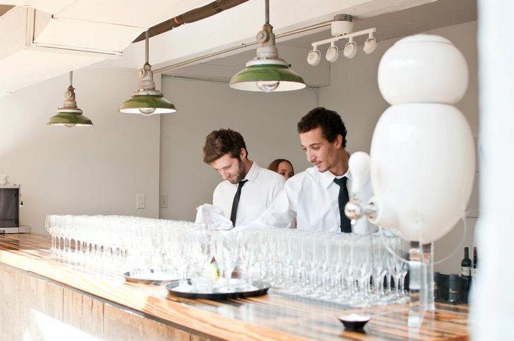 Vous êtes traiteur? Le design naturel de la fontaine a eau Aquaovo est idéal pour une soirée ou un événementiel !