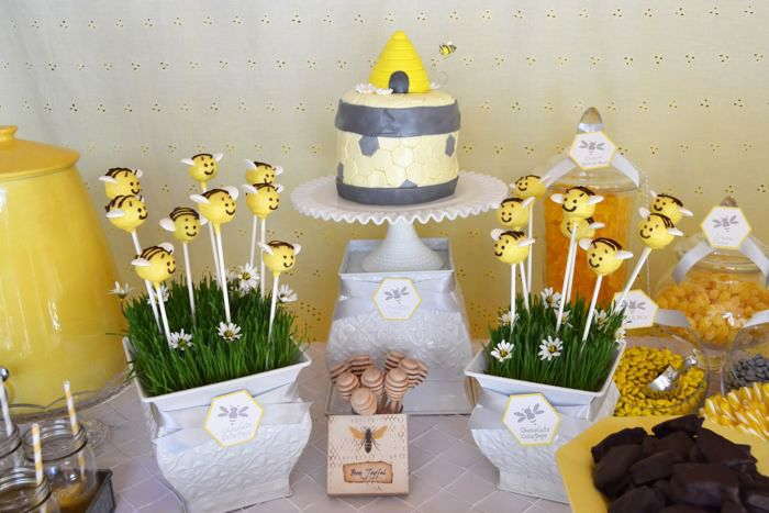 This mother-to-bee baby shower theme is unique and perfect for the spring or summer outdoors!