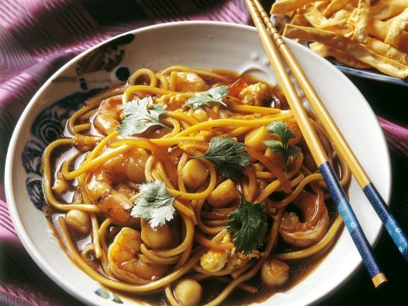 Chinesische Eiernudeln mit Meeresfrüchten ist ein Rezept mit frischen Zutaten aus der Kategorie Eintöpfe. Probieren Sie dieses und weitere Rezepte von EAT SMARTER!
