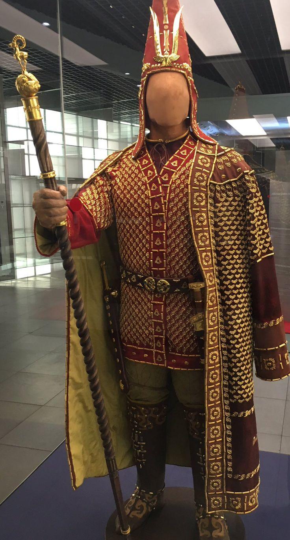 Kazakistan'da keşfedilen Altın Adam ve yazı stili Türk Tarihini M.Ö 4.Yüzyıla götürüyor..