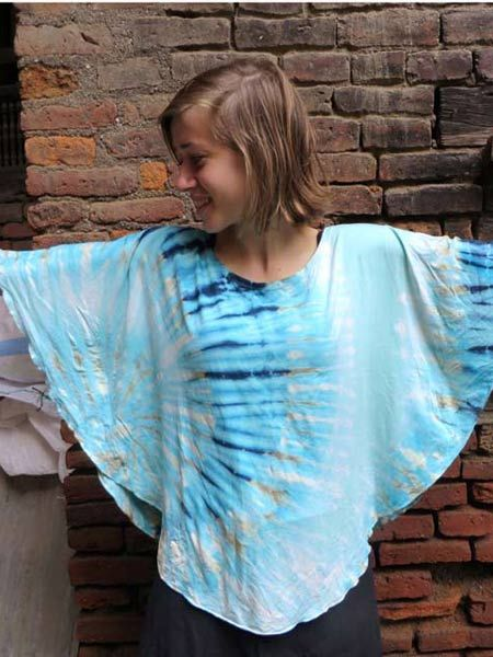 This stunning tie dye poncho top is made from viscos/rayon It comes in a free size and is available in 3 funky tie dye colours #hippieclothing #tiedye #boho #gypsyfashion #himalayantops