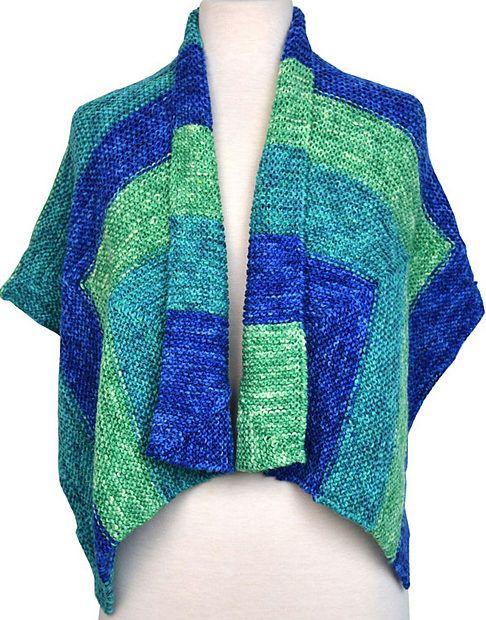 Stort, løst sjal i retstrikning fra samme firma som Miss Grace. Der er vejledning til en ensfarvet version og en version i 3 farver. Let at strikke. Godt til store størrelser. Pinde 5.