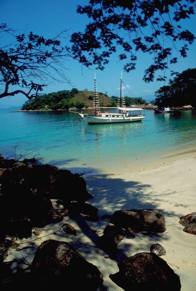 Lagoa Azul (Laguna Azul) es el nombre de es lugar de Ilha Grande en Brasil.