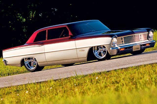 Gosta de carros modificados? leia mais aquihttp://www.superchevy.com/features/0409sc-pigford-1966-chevy/