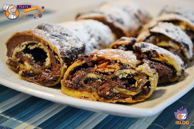 STRUDEL DOLCE NUTELLA E MANDORLE  RICETTA: http://blog.giallozafferano.it/pastafantasiae/strudel-dolce-nutella-e-mandorle-ricetta-dolce/