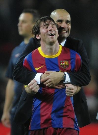 Guardiola con Messi El delantero del FC Barcelona Lionel Messi sonríe junto a Josep Guardiola tras eliminar al Real Madrid en la semifinal de la Champions League, en el Camp Nou, el 3 de mayo de 2011.