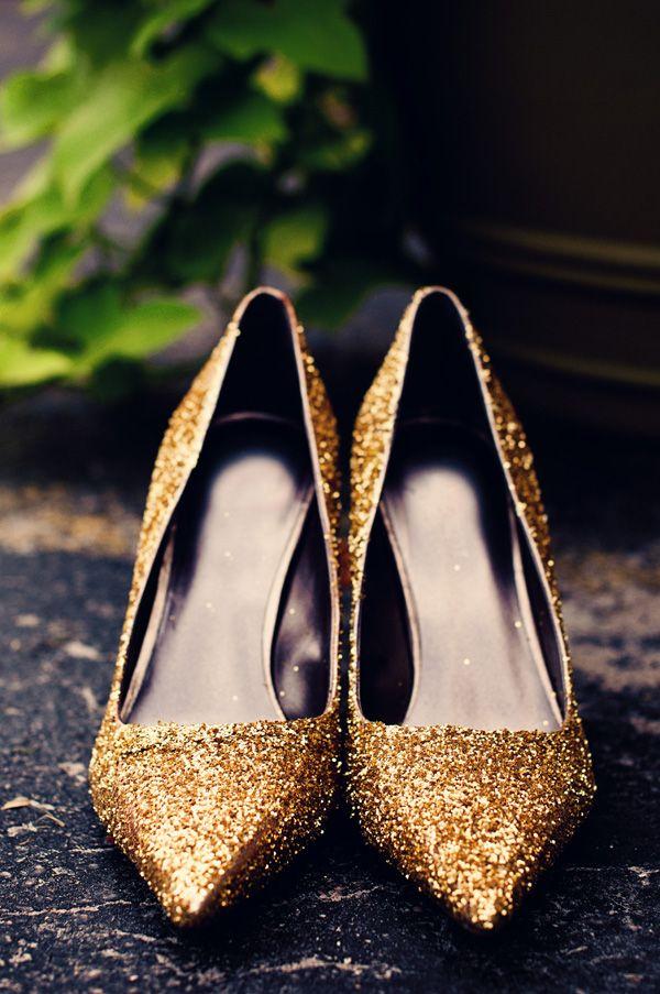 Gold glitter heels | BlueDandelionPhotography.com