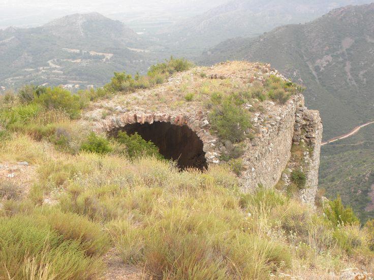 Aljub de l'alcassaba del Castell de Montornés