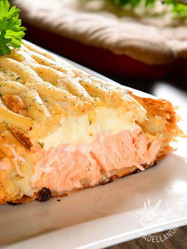 Lo Strudel salato al salmone è davvero un must per veri ghiottoni: ricco e sfizioso, conquisterà i vostri ospiti fin dal primo morso!