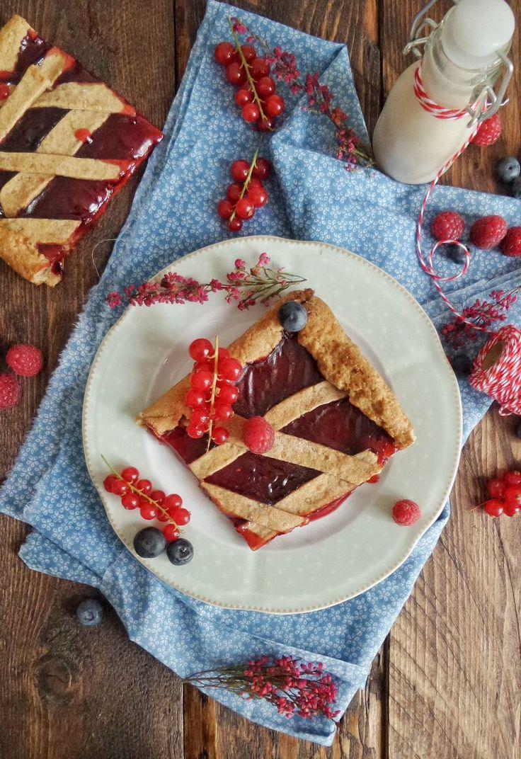 Crostata light senza burro e uova con farina integrale di farro e confettura ai frutti di bosco – In cucina con Giada e Sara