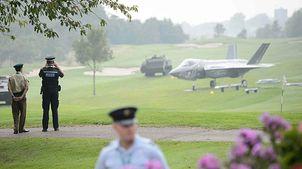 Panzer auf dem Golfplatz und den Jet im Garten, vor dem Nato-Gipfel in Cardiff (2014)