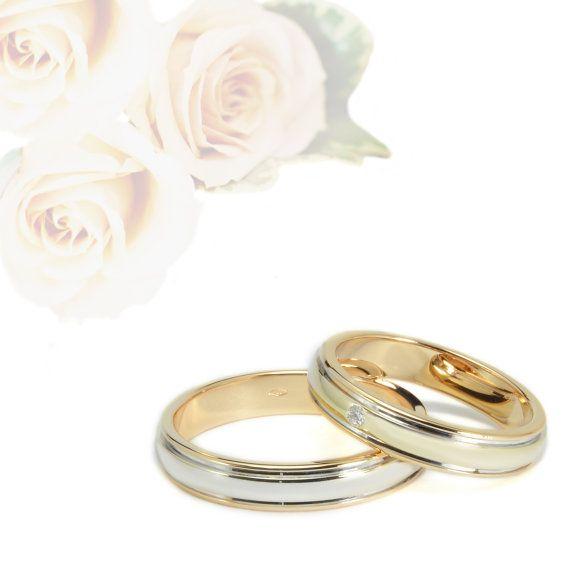 Fedi matrimoniali in oro 18KT, prodotte in Italia con manifattura interamente artigianale.  DONNA Diamante: SI - CT 0,01 Misura: Nr. 13 (personalizzabile) Larghezza: 4 mm gr: 4,84  UOMO Misura: Nr. 21 (personalizzabile) Larghezza: 4 mm gr: 5,44   #weddingband #wedding #weddingplanner #weddingring
