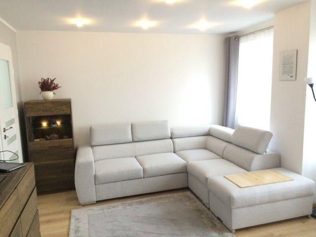 Mieszkanie 2 Pokojowe O Powierzchni 48 M2 Z Osobna Kuchnia Na 8 Pietrze W Bloku Z Winda Home Decor Home Sectional Couch