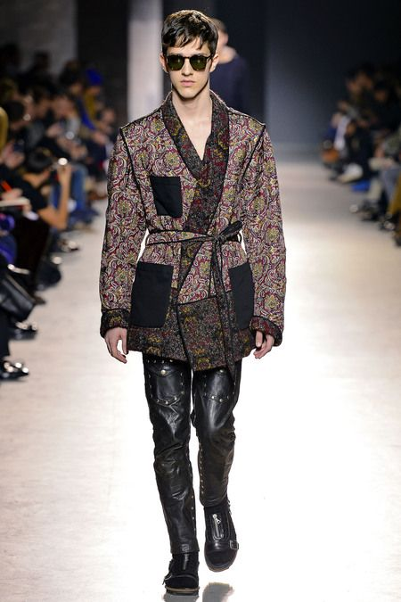 Also strongly represented, were the belted cardigans/coats. The silhouette created by addition of the belt, has a laidback-luxurious feel to it. Combine that with a print, florals perpaps, and you regret not designing this idea before Dries Van Noten.