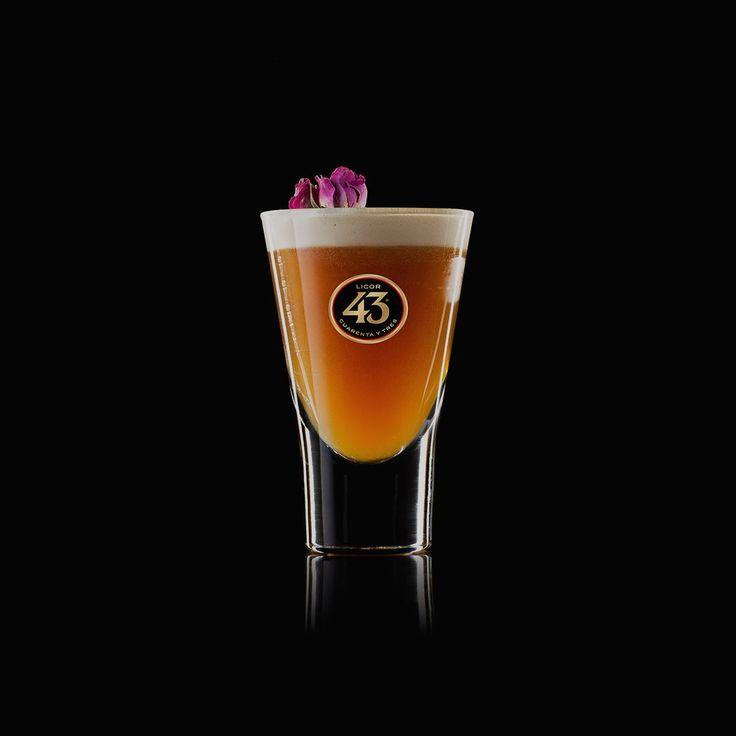 Der After Dinner 43 ist ein sensationell aussehender Shortdrink, der Licor 43, Kaffee und Mango vereint. Probiere das Rezept auf der nächsten Party aus!