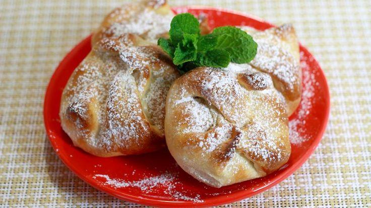 Sweet Cheese and Raisin Pastries (Poale-n brau)   http://www.jocooks.com/bakery/pastries/sweet-cheese-and-raisin-pastries-poale-n-brau/