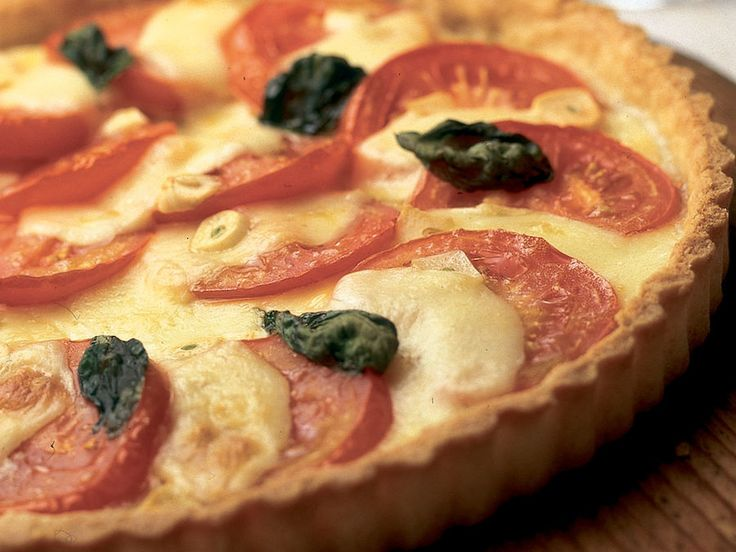 Tomaatti-mozzarellapiirakka - Reseptit