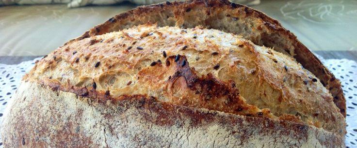 Desde criança sou apaixonada por pão!! Mas foi somente há um tempo atrás que, literalmente, comecei a colocar as mãos na massa, e adivinha? não consegui mais parar com essa atividade! O resultado ...