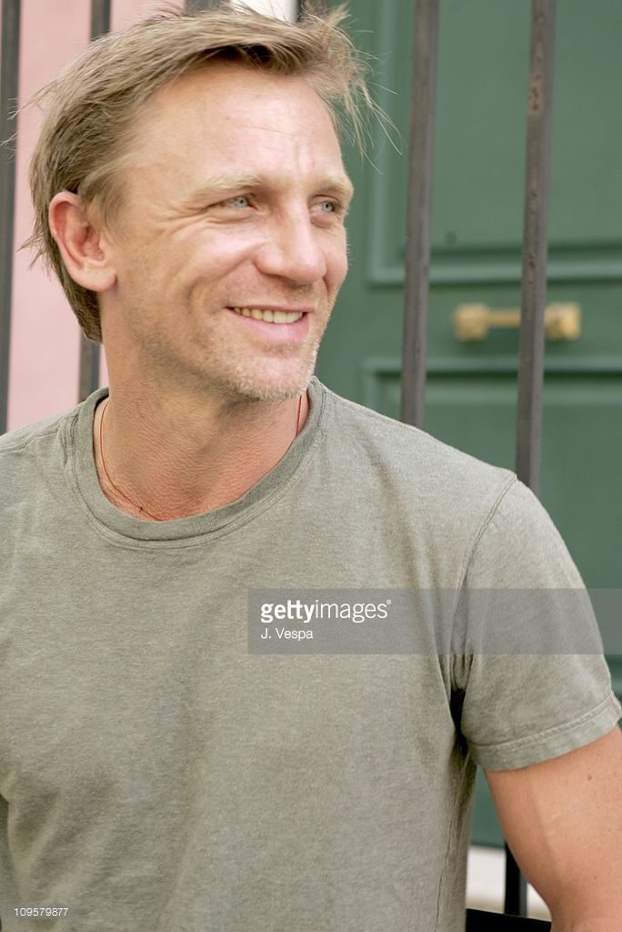 Daniel Crag during 2004 Venice Film Festival - 'Enduring Love' - Daniel Craig and Rhys Ifans Portraits in Venice Lido, Italy.