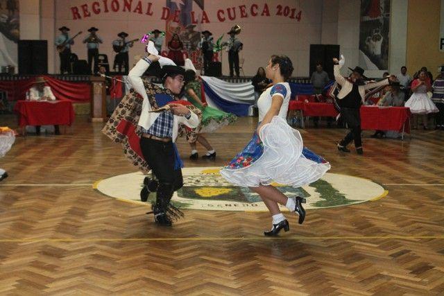 En categoría rurales, los representantes de Chañaral fueron los campeones regionales. Una larga jornada del baile nacional, se vivió en la capital provincial del Huasco. Todo esto, para dar el vam...
