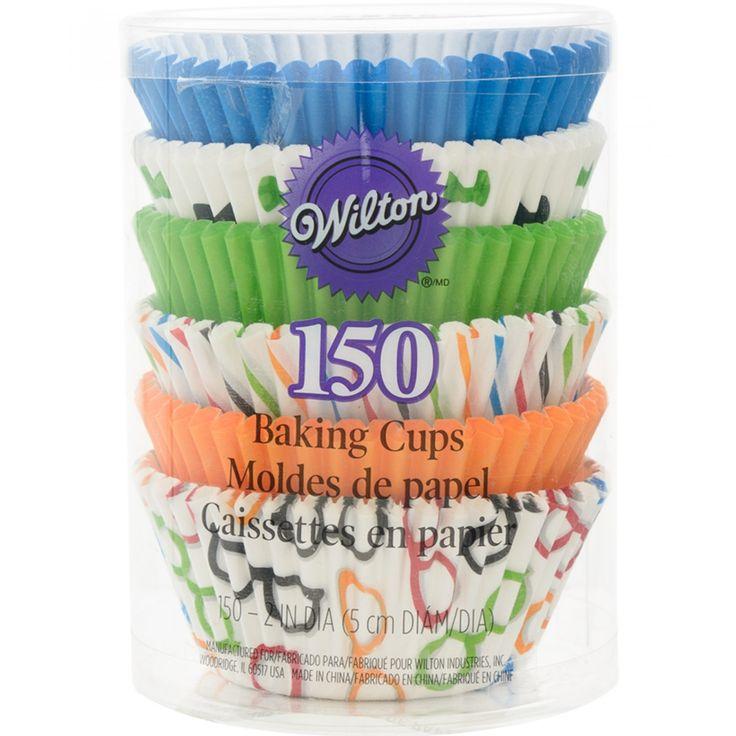 Capacillos Wilton para cupcakes elaborados en papel de diferentes colores con diseño de gafas moños y rayas.