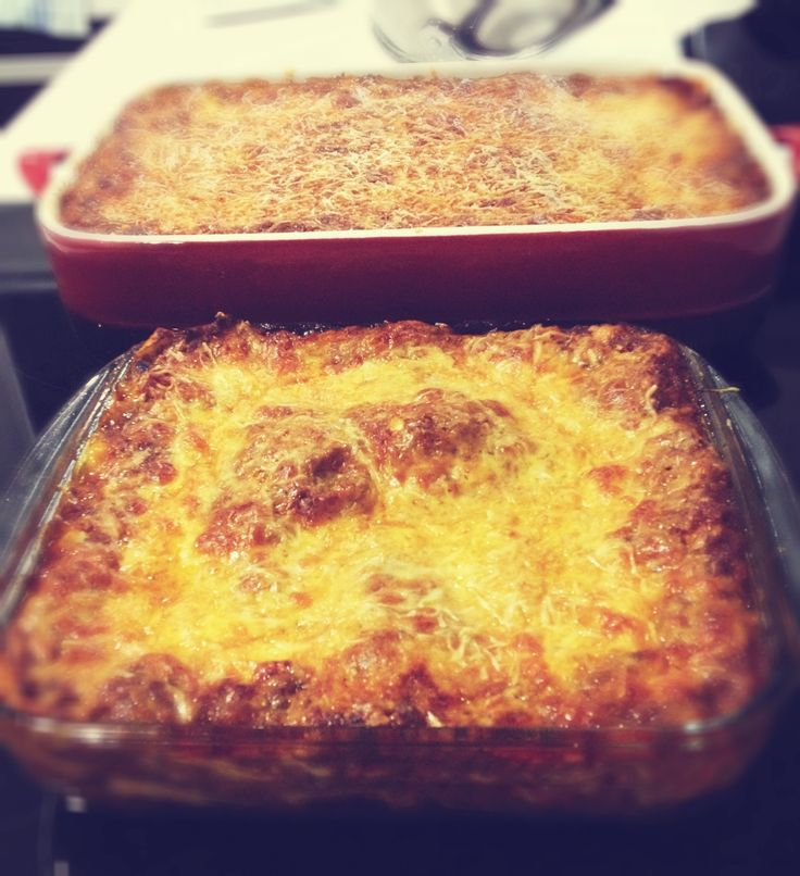 Homemade meals: Beef Lasagne  I loved making this even though it was a lot of effort and cost :P I used 4 different types of cheese: Parmesan, Emmental, Cheddar and Mozerella. Taste was magnificent #cheese #parmesan #emmental #cheddar #mozerella #beef #lasagne