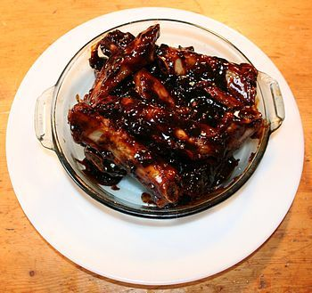 The Barbecued Spare Ribs recipe on Recidemia are a classic American barbecue meal, made from pork. This version is cooked in the oven, not on a barbecue, and uses a barbecue sauce with a distinct Asian flavor, featuring soy sauce, rice vinegar, and garlic.