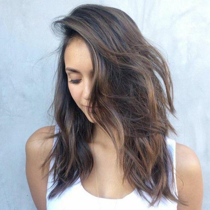 coupe de cheveux mi long, coloration de cheveux marron clair, reflets balayage marron clair