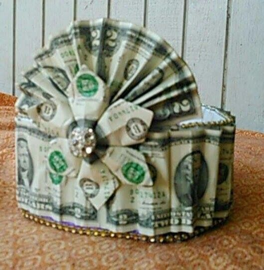 how to make gifts out of money