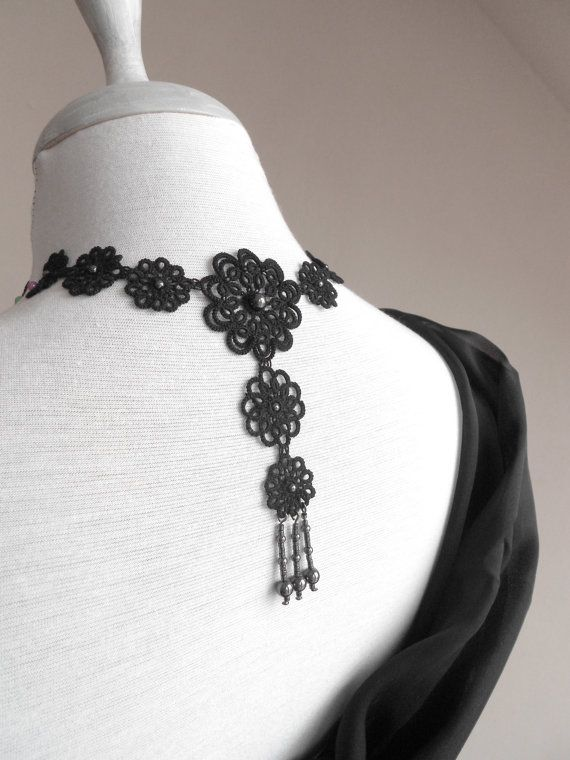 Black floral lace necklace evening party tatted di SILHUETTE, Ft29000.00 NICE BACK♥★