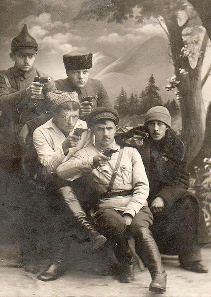 Донские чекисты . Фото на память . 1921 г .