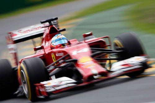 GP de Australia de F-1: Alonso, cuarto en la tiranía de Mercedes | QuintaMarcha.com En Australia se confirmó que los motores de Mercedes-Benz son la referencia en la nueva F-1. Los tres primeros pilotos de la carrera contaban con propulsores de la firma germana. Alonso (Ferrari), cuarto, hizo lo máximo posible. Hamilton (Mercedes) y Vettel (Red Bull) abandonaron.